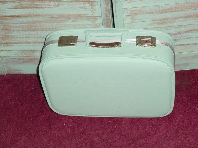 paint an old suitcase | AJ's Trash2Treasure BLOG