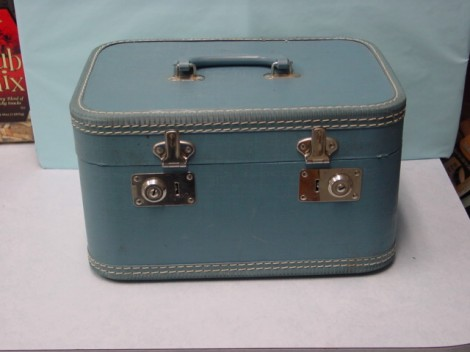 FAQ: How do you paint old suitcases? | AJ's Trash2Treasure BLOG