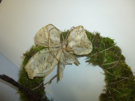 4.27.13 custom cloche moss wreath 010